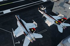 Lotniskowiec i Hornety 3