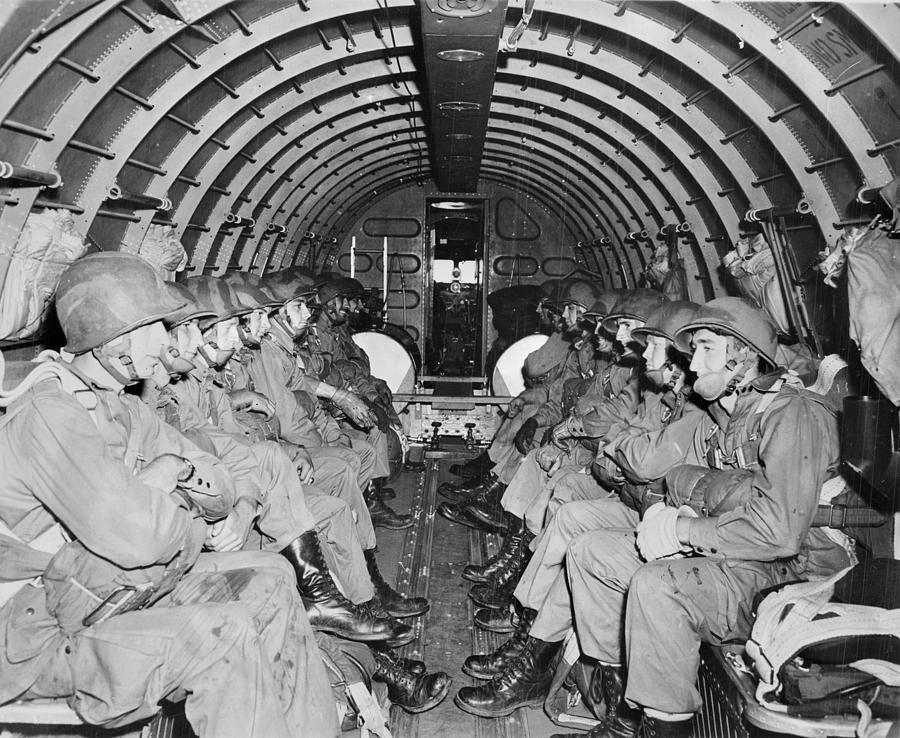 3-world-war-ii-us-paratroopers-everett.jpg.aab2d4960b49e12f7c6f20e1f19de6df.jpg